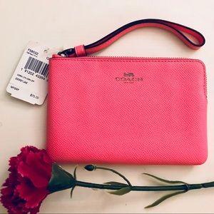 💖 Coach - Pink Wristlet  NWT💖